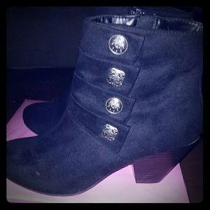 Size 6 1/2 Covington boots